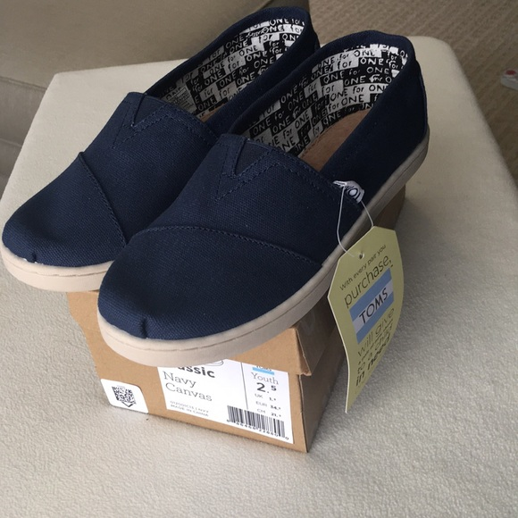 ca21be56bb1 NIB Toms classic navy canvas shoes youth sz 2.5